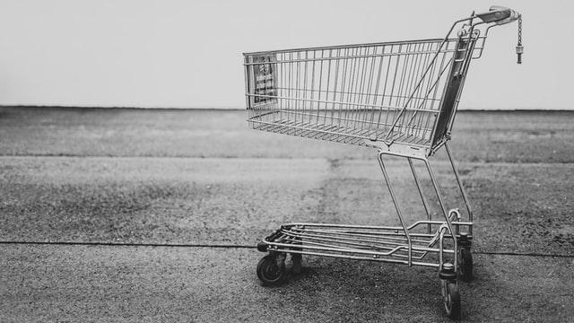 ショッピングカートのモノクロ写真