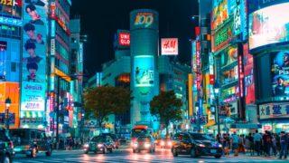 夜の渋谷スクランブル交差点