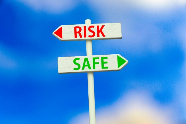 RISKとSAFEの看板