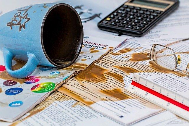 書類にこぼしたコーヒー